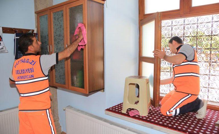 Ramazan Ayında Da Camilerin Temizliği Aralıksız Devam Ediyor
