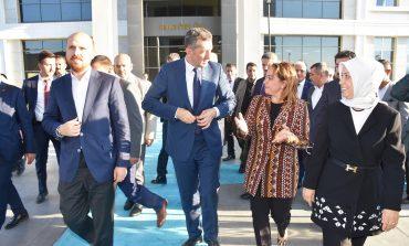 Milli Eğitim Bakanı Ziya Selçuk, beraberindeki heyet ile Malatya Turgut Özal Üniversitesi'ni ziyaret etti.